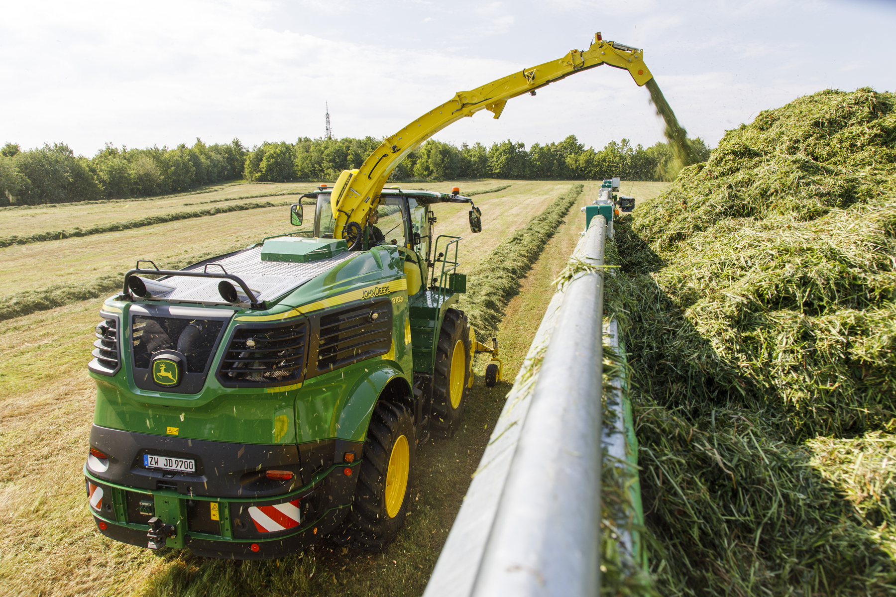 new john deere 9000 series forager range closes in on 1 000